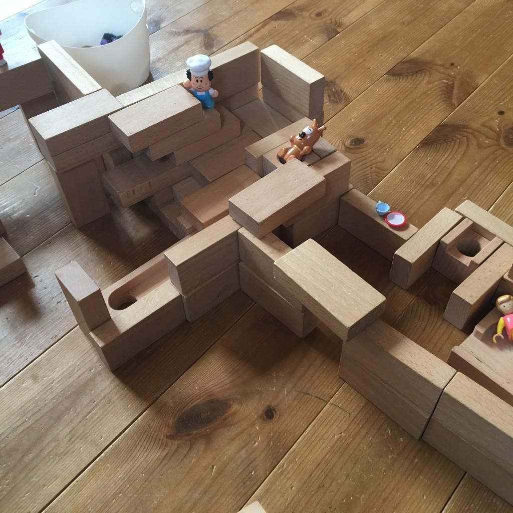 小さな大工  積み木の家